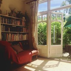 A reading room in my best friend's London townhouse! Townhouse Interior, London Townhouse, Passion Deco, Dream Apartment, Decoration Design, Aesthetic Rooms, Reading Room, My New Room, Ravenclaw