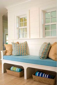 Change the green to blue and this is perfect for the beachy nautical theme my daughter is going for! #bench #storage #basket