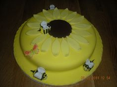 bumble bee cake | bumble bee cake | Flickr - Photo Sharing!