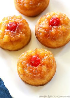 Pineapple Upside Down Cupcakes - a mini version of your favorite cake with butter, brown sugar, pineapple, and a cherry on top! the-girl-who-ate-. Mini Desserts, Easy Desserts, Dessert Simple, Cake Mix Cupcakes, Cupcake Cakes, Cupcake Recipes, Dessert Recipes, Pineapple Upside Down Cupcakes, Pineapple Frosting