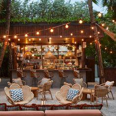 Soho House, Soho Beach House Miami, Libanesisches Restaurant, Outdoor Restaurant Design, Backyard Restaurant, Backyard Cafe, Coffee Shop Design, Cafe Design, Rustic Coffee Shop