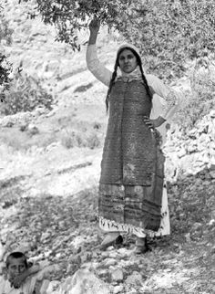 Woman in traditional dress Elata, Chios 1912-1928 From the Benaki Museum Online Photograph Archives