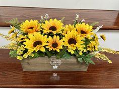 Sunflower Table Centerpieces, Sunflower Floral Arrangements, Jar Centerpieces, Sunflower Themed Kitchen, Sunflower Crafts, Sunflower Party, 2nd Birthday Pictures, Rustic Wooden Box, Flower Wall Decor