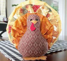 Yo Yo Turkey by homesewnbychristine on Etsy Thanksgiving Projects, Thanksgiving Decorations, Turkey Decorations, Thanksgiving Games, Fabric Decor, Fabric Crafts, Sewing Crafts, Scrap Fabric, Fall Crafts