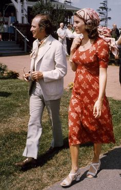 Photos from the first time the Trudeau family lived at 24 Sussex and other memorable moments of Margaret Trudeau's life. I Am Canadian, Canadian History, Margaret Trudeau, Inspirational Leaders, Happy Canada Day, Famous Movies, Justin Trudeau, Famous Celebrities, Beautiful People