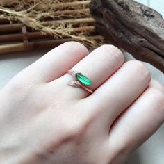 High Jewelry, Luxury Jewelry, Jewelry Rings, Jade Ring, Chinese Antiques, Candies, Antique Jewelry, Emerald, Gemstone Rings