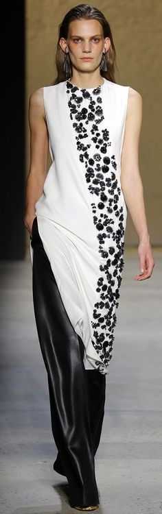 look 33 - Narciso Rodriguez Spring 2016 Ready-to-Wear Collection Photos - Vogue Trendy Dresses, Nice Dresses, Dresses For Work, Runway Fashion, Spring Fashion, Fashion Show, Dress Fashion, Narciso Rodriguez, Estilo Fashion