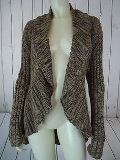 I like sweaters that have this shape, with lapels. I have a lacy gray one that I really love.