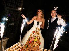 Quelle chanson choisir pour l'arrivée de son gâteau de mariage ? Tout dépend de l'ambiance que vous souhaitez à cet instant ! Humeur chantante, da