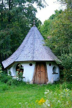 Thinking to have this roof over the porch... Hobbit House by Marilyn Maddison ahh, so sweet!!!!
