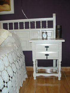 Mueble castellano pintado de blanco. Habria que cambiar los tiradores Nightstand, Shabby Chic, Wood, Table, Handmade, Diy, Annie, Furniture, Home Decor