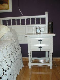 Mueble castellano pintado de blanco. Habria que cambiar los tiradores