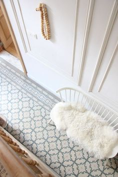 Gray Laundry Room Cabinets with White and Gray Cement Floor Tiles - Transitional.Gray Laundry Room Cabinets with White and Gray Cement Floor Tiles - Transitional - Laundry Bodenfliesen-Designs für das Foyer - Haus Tiled Hallway, Hall Tiles, Casa Clean, Tile Design, Interior Inspiration, Hallway Inspiration, Tile Floor, Sweet Home, New Homes