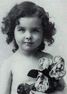 Vivian Leigh...aka Scarlett O'Hara Didn't change much.