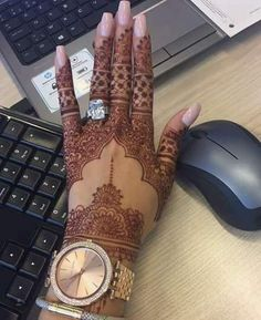 Queen - New Make Up İdeas Henna Hand Designs, Unique Mehndi Designs, Mehndi Design Images, Beautiful Henna Designs, Latest Mehndi Designs, Mehndi Designs For Hands, Henna Tattoo Designs, Wedding Henna Designs, Henna Tattoo Hand