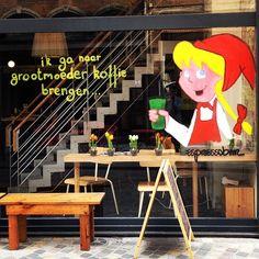 Kaffee-ine: midden tussen Lamot en De Banier in Mechelen vind je de ideale rustplaats: koffie en kringwinkelzetels, een terechte combinatie!