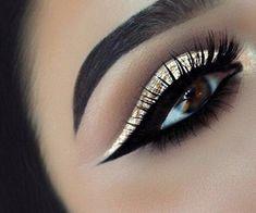 10 Dramatic Wedding Makeup Ideas for Daring Brides Dramatic Wedding Makeup, Dramatic Eye Makeup, Makeup Eye Looks, Colorful Eye Makeup, Dramatic Eyes, Natural Eye Makeup, Smokey Eye Makeup, Eyebrow Makeup, Glam Makeup