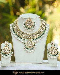City Gold Necklace Set unless Lalitha Jewellery Exchange Offer Antique Jewellery Designs, Fancy Jewellery, Jewelry Design, Gold Jewelry, Bridal Jewellery, Fashion Jewellery, Handmade Jewellery, Indian Wedding Jewelry, Wedding Jewelry Sets