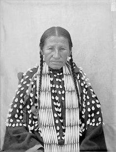 Portrait (Front) of Sonsola-In-Ha-Wi-Ye, Called Owinza Mule, in Native Dress with Ornaments AUG Oglala Indians. Creator Gill, De Lancey W. Native American Beauty, Native American Photos, Native American History, Native American Indians, American Life, Indian Tribes, Native Indian, Native Art, Oglala Sioux