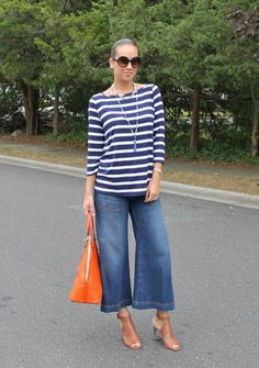 Cropped trousers with wide legs, culottes or gaucho pants - call it whatever you want, but this fash Jean Outfits, Cool Outfits, Casual Outfits, Culottes Outfits, Denim Culottes, Outfit Jeans, Gaucho Pants Outfit, Jeans Pants, Cropped Wide Leg Jeans
