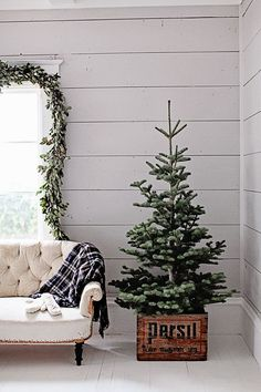 34 Lovely Simple Christmas Tree Decor For Interior Decorations - Decorating a Christmas tree is a family affair. Everyone can participate in the Christmas tree decoration. Your tree says a lot about you as a family . Small Christmas Trees, Noel Christmas, All Things Christmas, Winter Christmas, Vintage Christmas, Minimal Christmas, Natural Christmas, Skinny Christmas Tree, French Christmas Decor
