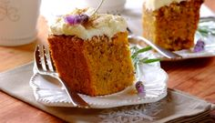 Make a mouth-watering Carrot Cake with a little help from Robertsons. Try this simple, moist recipe and indulge in cooking with spices like Cinnamon. Kos, Lamb Stew, Good Food, Yummy Food, Lamb Recipes, Cheap Meals, Carrot Cake, Baking Recipes, Carrots