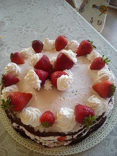 Un biscotto al giorno torta al cioccolato con panna e for Decorazioni torte con fragole e cioccolato