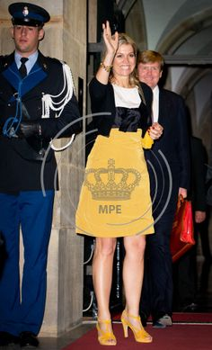 Queen & PrincessesConference at the Royal Palace, Amsterdam Last night, King Willem Alexander, Queen Beatrix and Princess Maxima attended a conference at the Royal Palace of Amsterdam with the theme the city in the 21st century.  Maxima wore a dress NATAN with sandals and a yellow bag.
