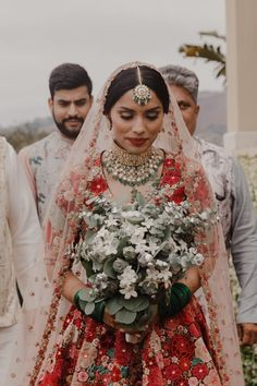 This Lush Modern Indian Wedding Pairs the Natural Beauty of Palos Verdes with Pure Extravagance | Junebug Weddings Wedding Gown Images, Indian Wedding Gowns, Desi Wedding, Indian Weddings, Gold Wedding, Indian Wedding Flowers, Indian Bridal Lehenga, Indian Bridal Wear, Purple Wedding