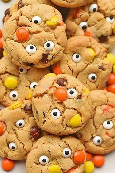 55 Fun Halloween Snacks For Kids To Devour This October Halloween Treats For Kids Halloween Desserts, Spooky Halloween, Halloween Snacks For Kids, Fete Halloween, Halloween Festival, Halloween Cookies, Halloween 2019, Halloween Meals, Halloween Party Appetizers