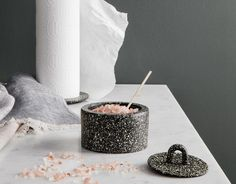 This little pot is very practical for storing small accessories, or simply to make a beautiful decoration! Made of cast iron, it is very resistant, Terrazzo, Cast Iron Care, Keep Jewelry, Pillar Candles, Interior Decorating, It Cast, Jar, Beautiful Decoration, Brunch