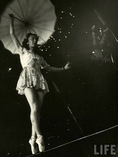 22 Amazing Vintage Photographs That Capture Daily Life of Circus Girls in Sarasota, Florida in 1949 ~ vintage everyday