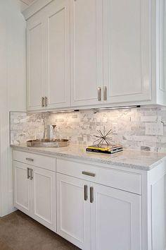Kitchen Cabinet Design, Kitchen Redo, Home Decor Kitchen, Interior Design Kitchen, Home Kitchens, Backsplash Kitchen White Cabinets, Condo Kitchen Remodel, Backsplashes With White Cabinets, Backsplash Ideas For Kitchen