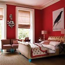 Perfect wall color, and bright white molding even around windows n ceiling!