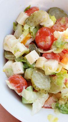 C E A S E R • S A L A D Nou, een echte 'old school' ceaser salade is het niet meer maar het idee is wel daaruit voort gekomen.
