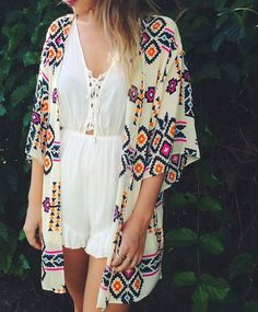 Stunning aztec print kimono - a perfect transition piece into fall! Wear now with your fave dress or over a bathing suit and then layer over leggings or jeans into fall!