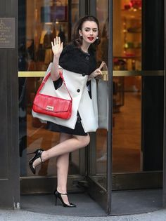 Lily Collins – Bergdorf Goodman Store Photoshoot in New York Love Fashion, Retro Fashion, Fashion Beauty, Vintage Fashion, Fashion Outfits, Fashion Trends, Editorial Fashion, Style Fashion, Celebrity Moms