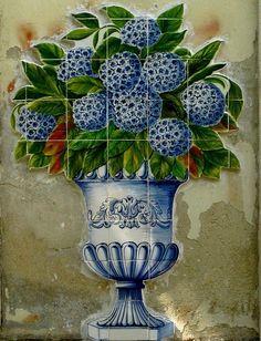 Azulejo mural, Lisbon, Portugal Iberian Peninsula, Portuguese Tiles, Lisbon Portugal, Planter Pots, Artsy, Ideas, Decorative Plates, Sculpture, Thoughts