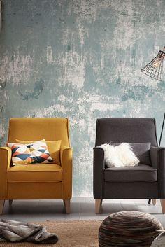 Moment inspiration pour votre salon: Deux sièges chics du même modèle mais pas de la même couleur... What else?