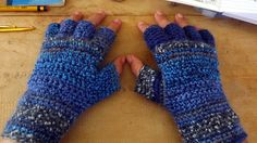 A free tutorial on crocheting a pair of gloves!