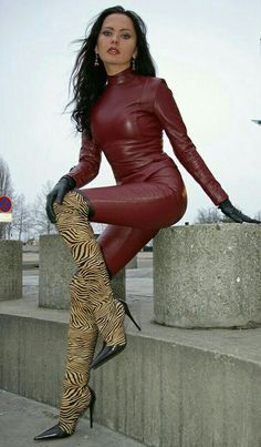 sexy Lederlady mit sehr schicken Stiefeln ❤❤❤