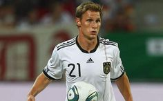 HÖWEDES, Benedikt | Defense | Schalke 04 (GER) | @BeneHoewedes | Click on photo to view skills
