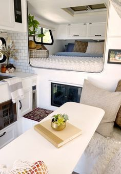 Rv Makeover, Bees Knees, House On Wheels, Rv Living, Go Camping, Little Houses, Home And Away, Motorhome, Tiny House