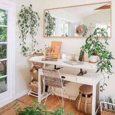 ✨🌿🧡 Cutest Boho Home Office 🧡🌿✨ . ✨🌿🧡 Cutest Boho Home Office 🧡🌿✨ . Cozy Home Office, Home Office Space, Home Office Design, Home Office Decor, Office Ideas, Office Inspo, Tiny Office, Desk Space, Cottage Office