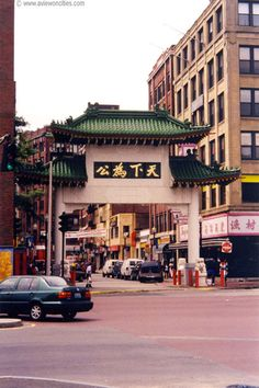 Chinatown, the most densely populated area of Boston, is made up of many markets offering rows of fresh vegetables, mounds of seafood or sweet-tasting treats. You will also find Chinese, Cambodian, Thai, Vietnamese or Japanese restaurants and you can also see the Chinatown Gate