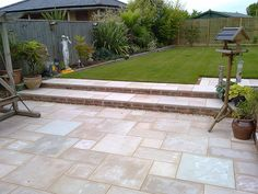 Garden design pics - This photo shows the almost finished garden with the lawn laid Garden Design Ideas On A Budget, Back Garden Design, Garden Design Plans, Garden Slabs, Garden Paving, Landscaping Retaining Walls, Outdoor Landscaping, Back Gardens, Outdoor Gardens
