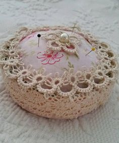Sweet Tatted And Vintage Lace Pinkeep Pin Cushion di lllangel
