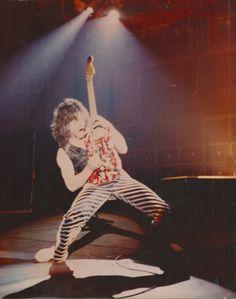 Alex Van Halen, Eddie Van Halen, Famous Guitars, David Lee Roth, Rock Music, 80s Music, Beat Generation, Greatest Rock Bands, Rock Groups
