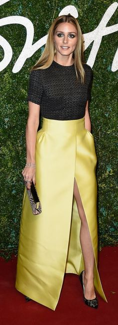 Olivia Palermo looked gorgeous on the red carpet in a slit skirt