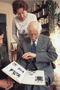 Otto Frank and his second wife Elfriede looking at an album of photos of Anne. This photo was taken in 1979 in Basel (Switzerland). Elfriede, known as 'Fritzi', lost her husband and her son in the Holocaust. She and her daughter survived the concentration camps.  Otto Frank and Fritzi Markovits are married on 10 November 1953.